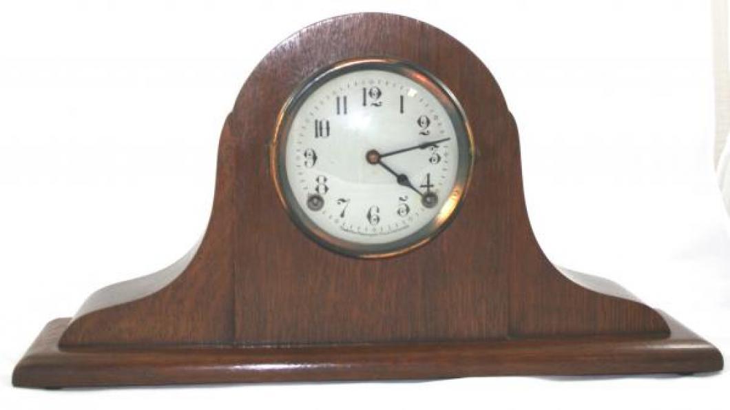 "Pequegnat ""Swan"" model mantel clock - red finish"