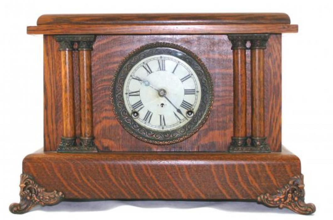 "Pequegnat ""London"" model mantel clock"