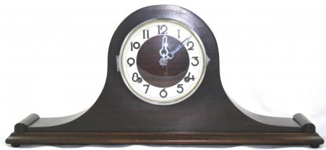 """Pequegnat """"Essex"""" model mantel clock - white trim on face"""
