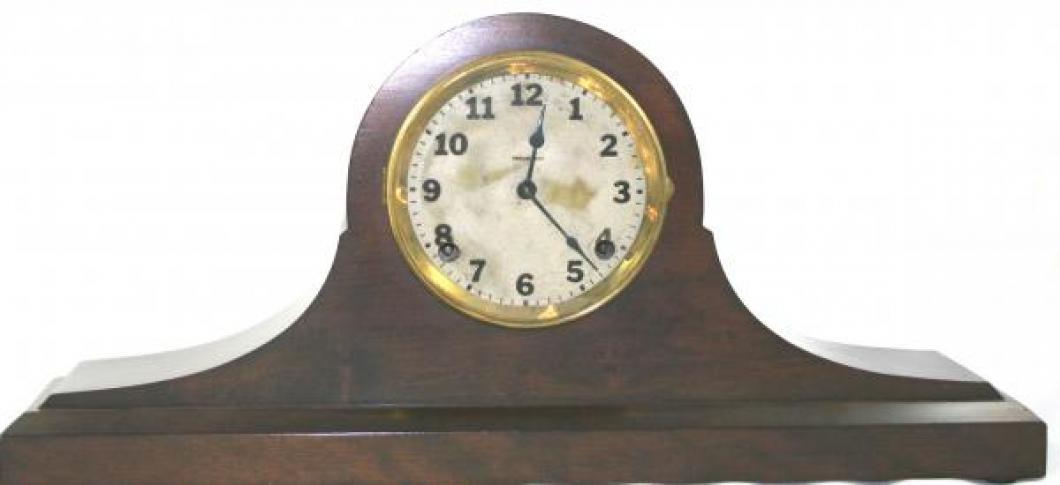 """Pequegnat """"Eclipse"""" model mantel clock"""