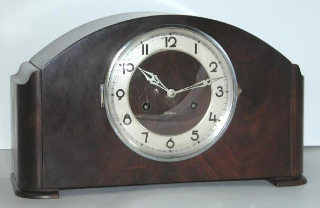 The Style 400 walnut mantel clock, one of more than a dozen prewar models.