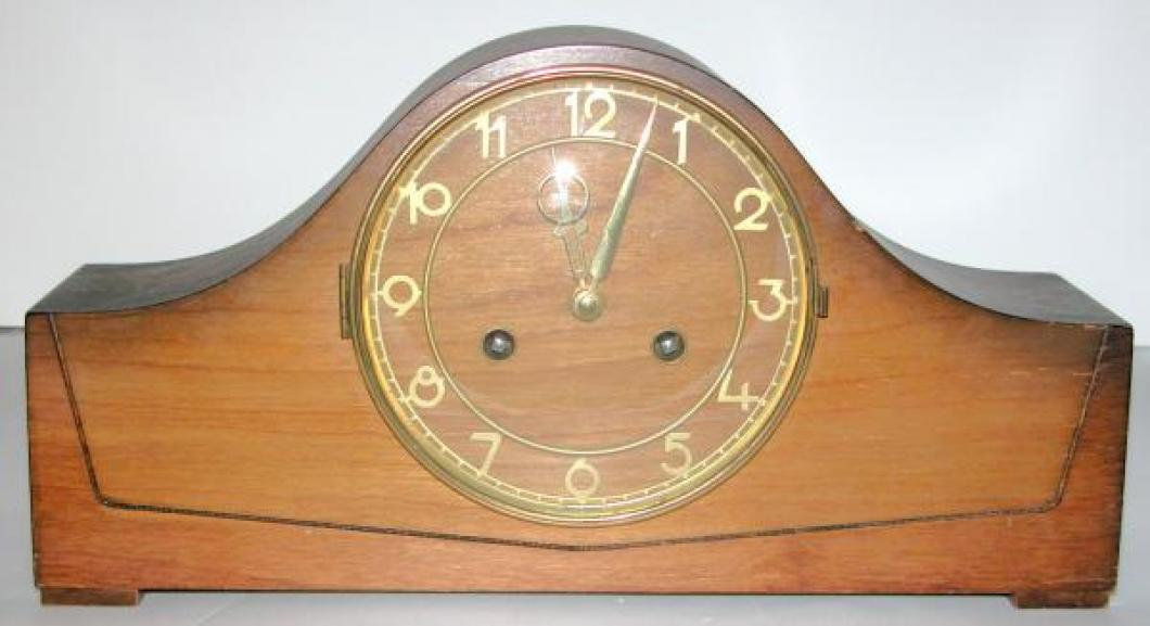 Style 104 postwar birch mantel clock