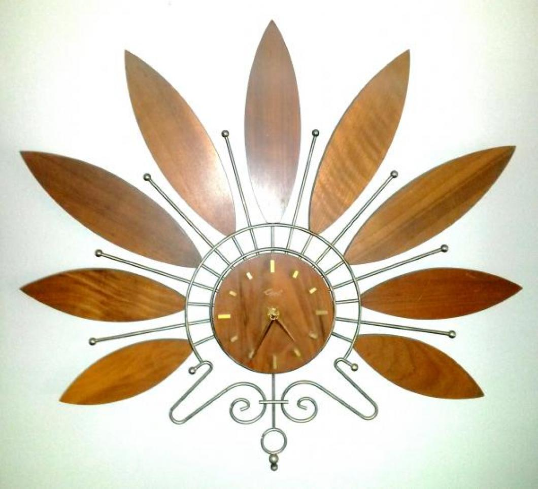 another version of the Girotti fan-shaped wall clock (in a private collection)