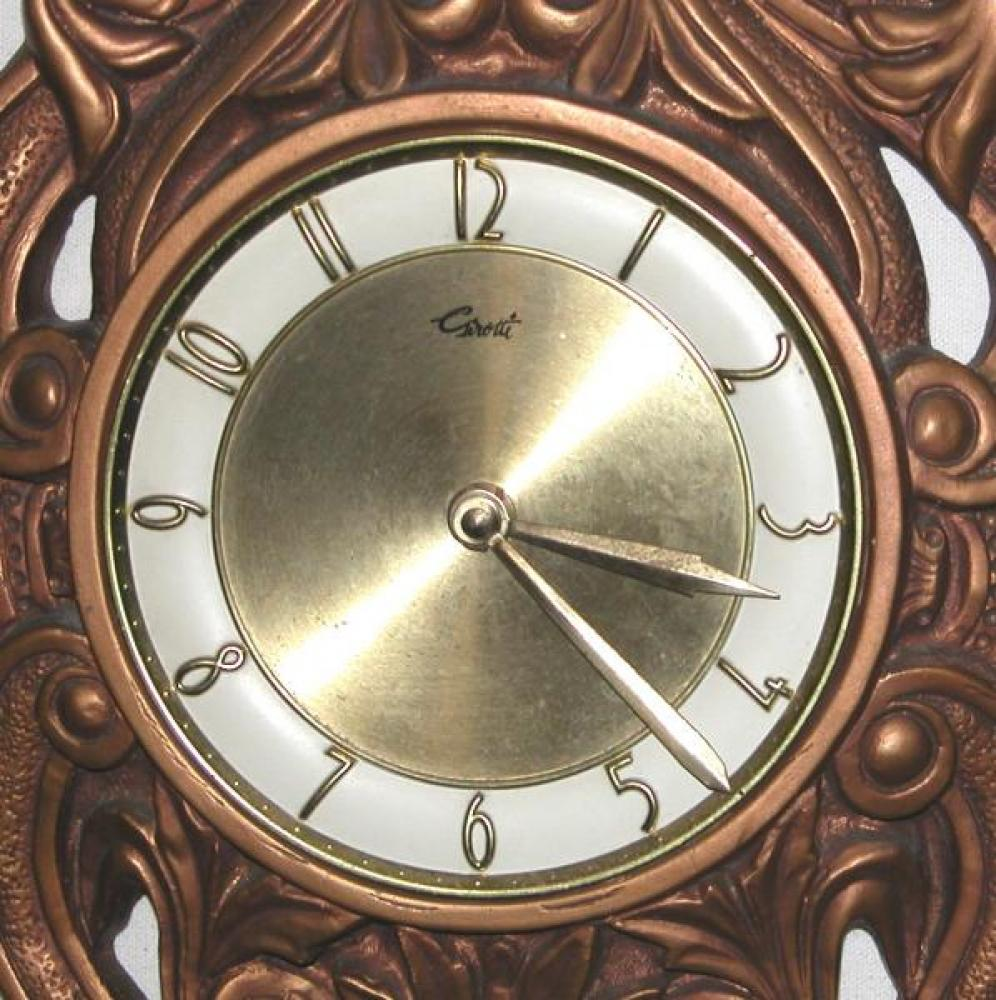 The round metal dial found on molded polymer foam cased clocks