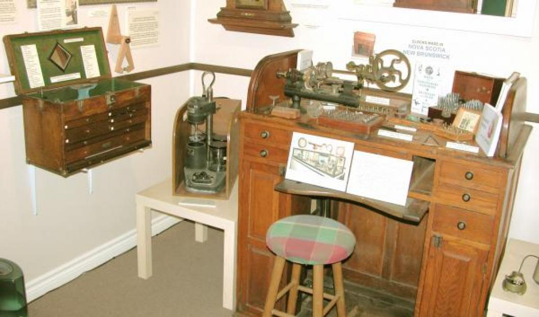 ca. 1900 rolltop oak bench and 1950s oak tool chest TOOLS DISPLAY