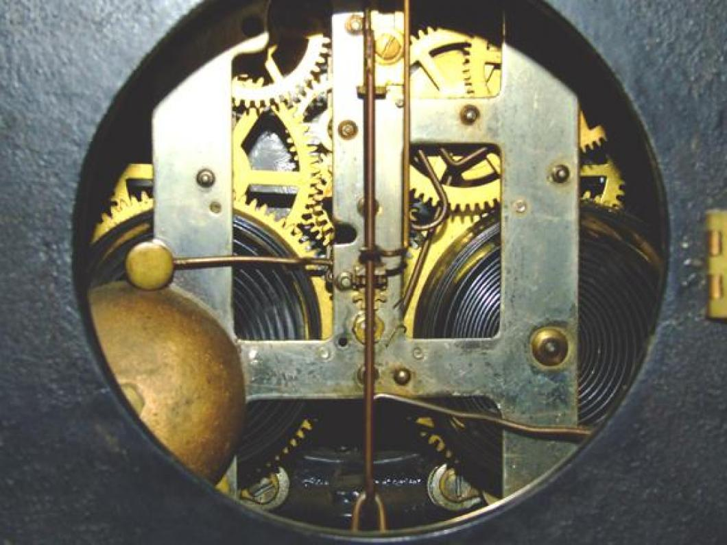 Movement of then FIRST confirmed (2006) PREMIER model Pequegnat mantel clock