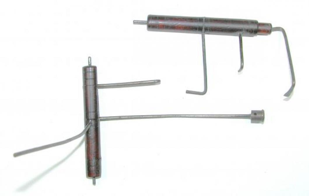 Two internal lifter rods mounted on wood barrels.