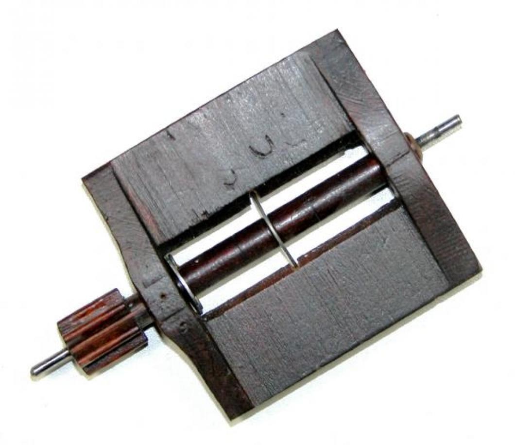 The wood fan / fly, with its wood barrel and pinion.