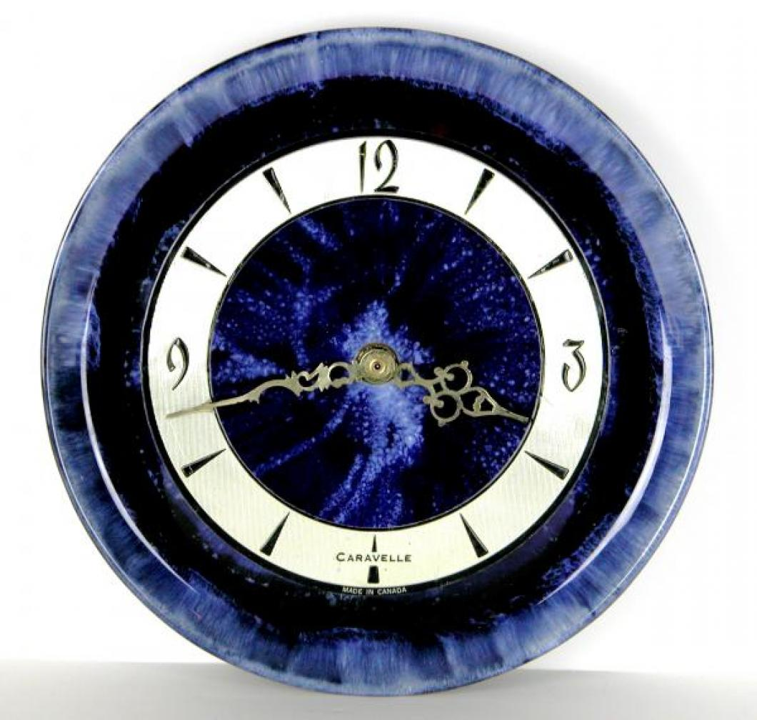 Blue version of Caravelle round plate model battery wall clock.