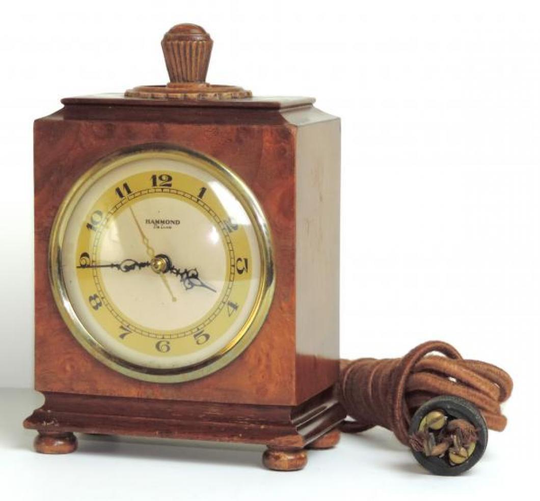 ARCADIA mantel model, wood case and original 1930s cord.