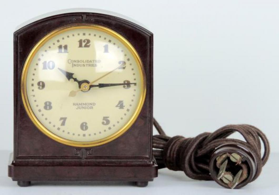 HAMMOND JUNIOR brown plastic case, original cord, alarm set on back.