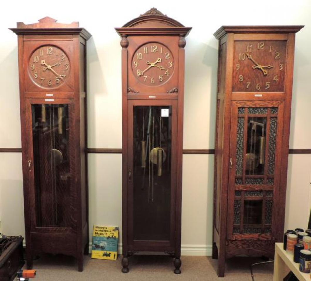 Three hall models (oak Halifax - mahogany Nelson - oak Leader) in the PEQUEGNAT ROOM.