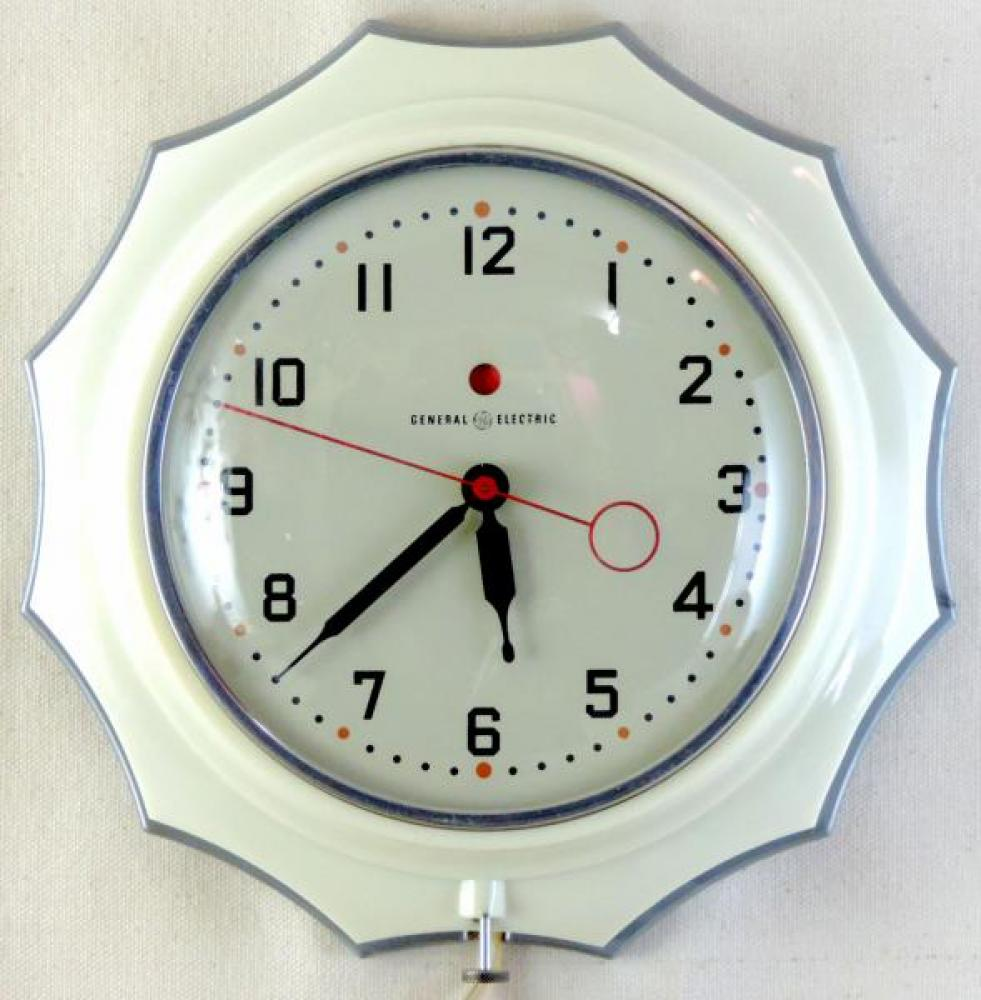Model LK-10 scalloped white plastic case kitchen clock, ca. 1934-1941