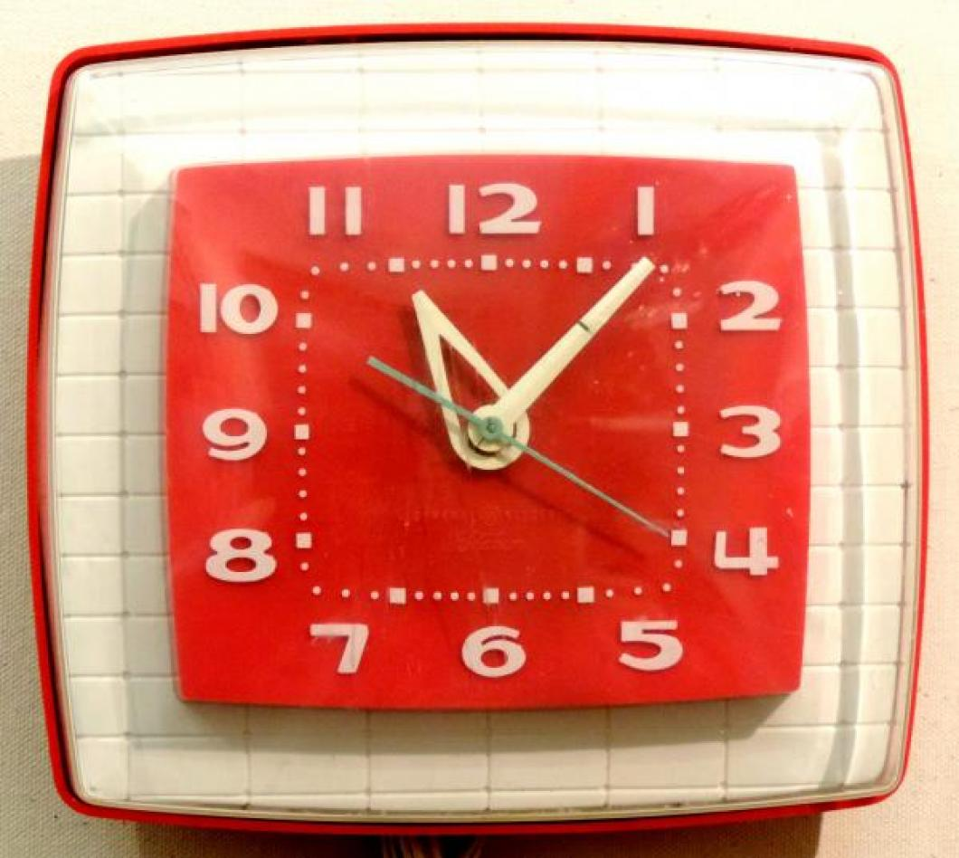 Model LK-108 red and white version kitchen clock, dates unknown