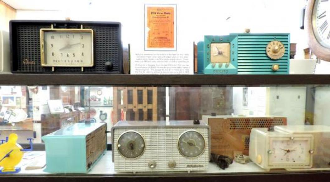 Some Canadian-made 1950s glass tubes clock radios