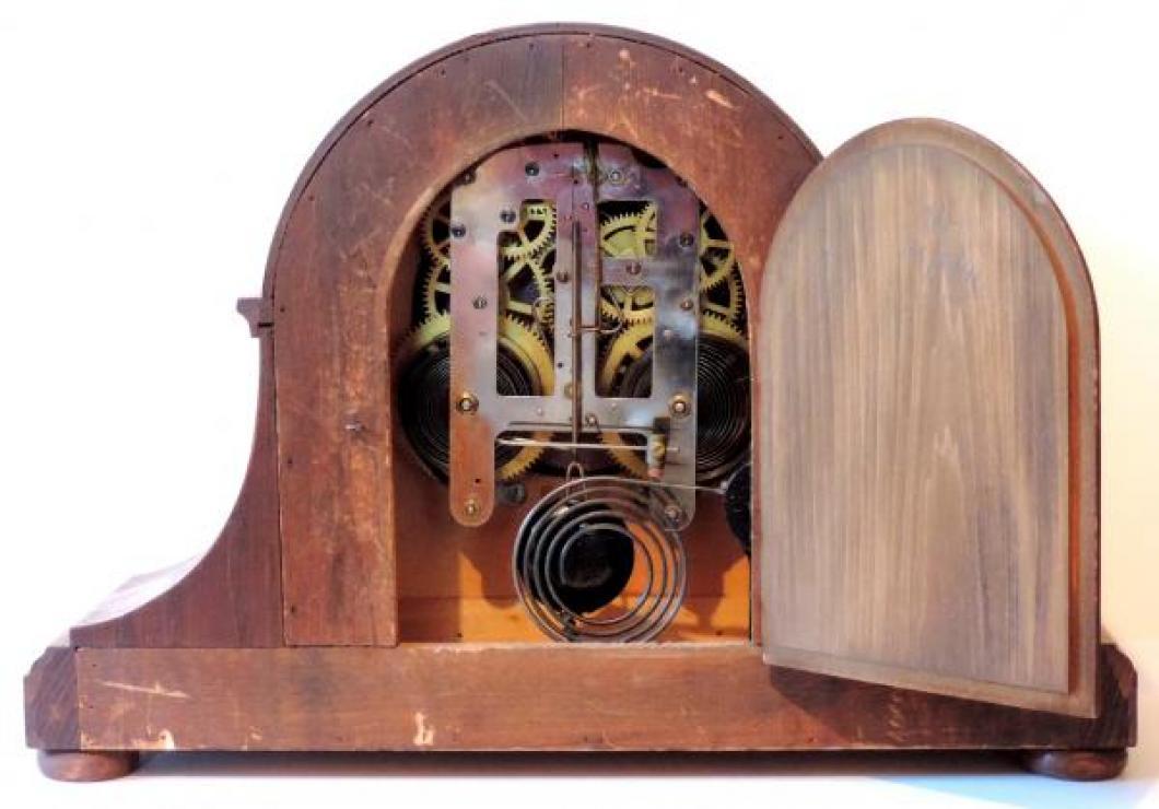 Pequegnat SYDNEY model oak case BACK, door open