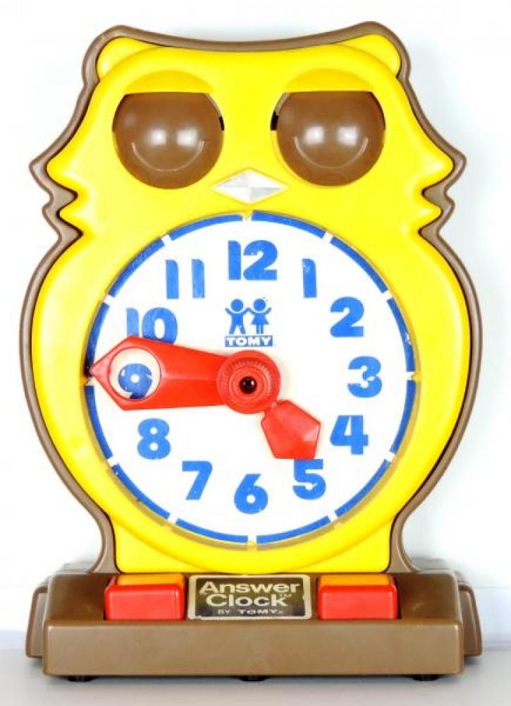 TOMY 1976 time teaching owl, Arabic analogue dial, turn minute hand, matching digital reading under eyelids