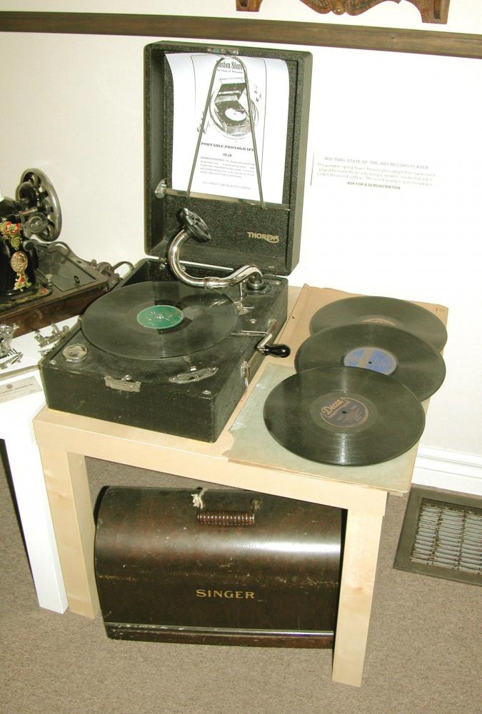mid 1940s THORENS spring-driven, portable 78s records player