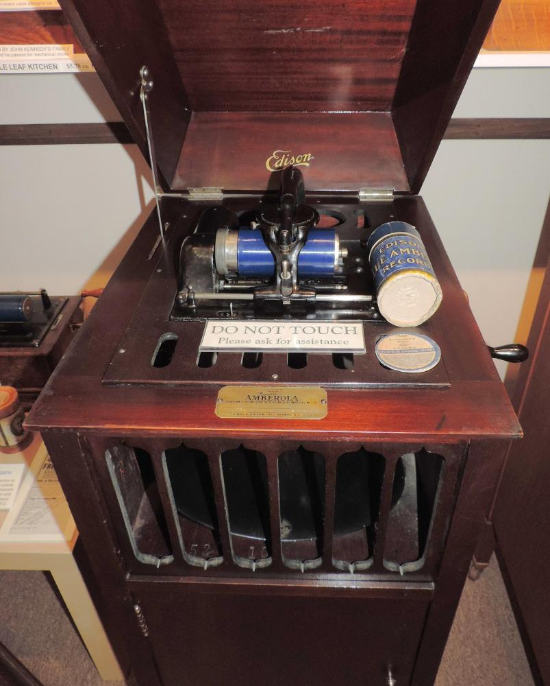 Turntable compartment of our ca 1920 Edison AMBEROLA 75 music cylinders player