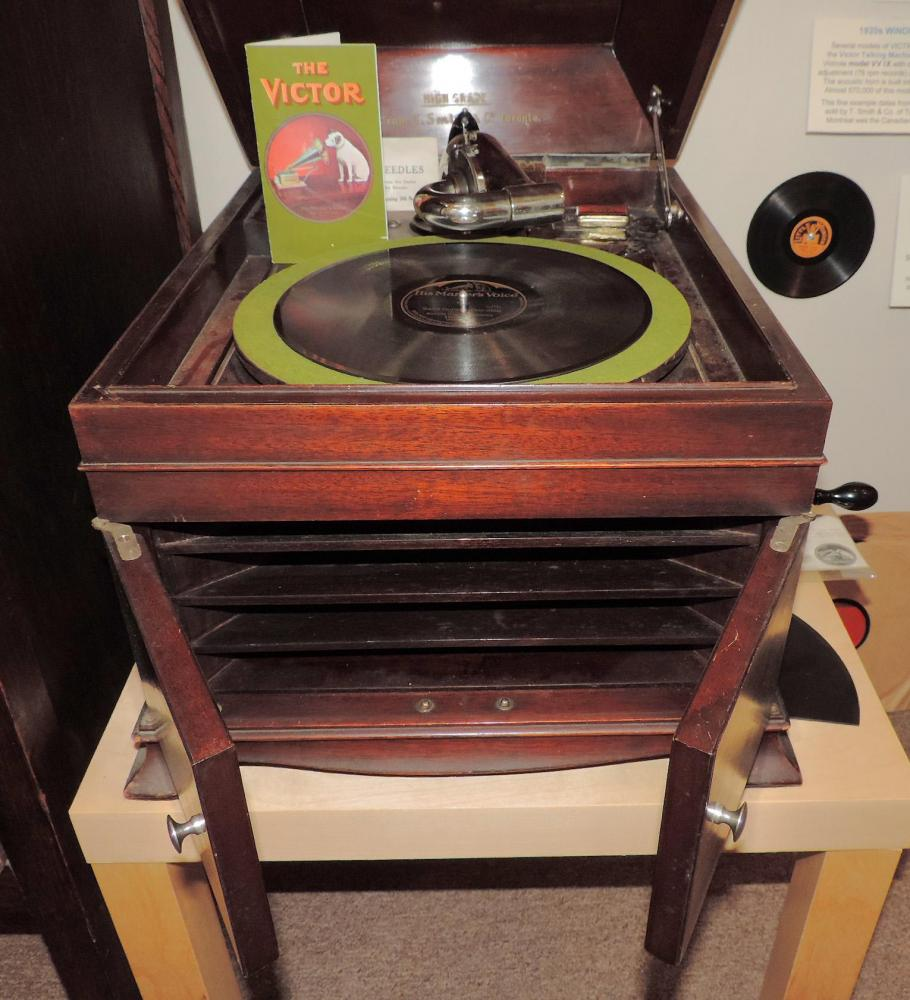 Early 1920s spring-driven Victor Canada VV IX table model 78s record player (doors open for louder volume)