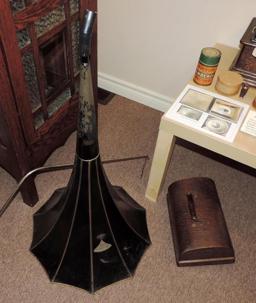 the large horn and lid for our EDISON STANDARD ca 1910 portable music cylinders player